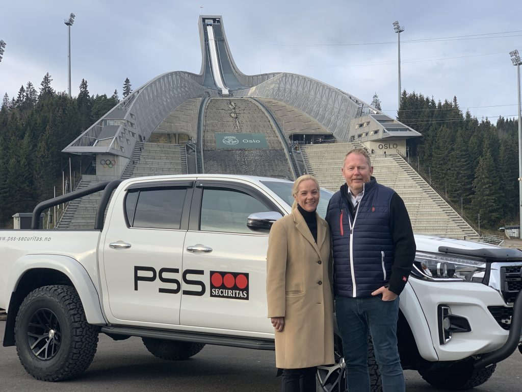 PSS Securitas and Holmenkollen Skifestival together in front of the Holmenkollen Ski Jump